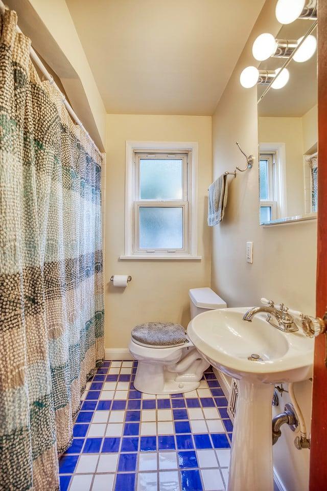 223 NW 50th Bath