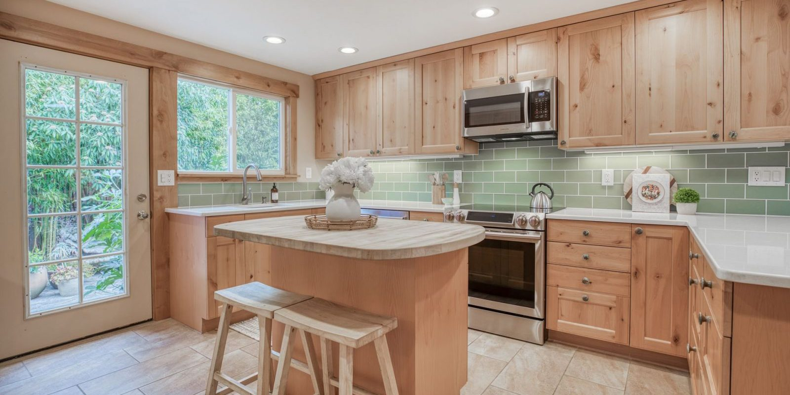 11746 22nd Ave NE - Kitchen Island